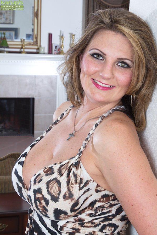 Mature curvy tits