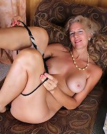 Mature whore loves pinching the wet clit during solo