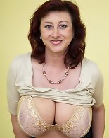 Mature lady with big tits shows amazingly on cam