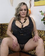 Big tits blonde wife wants to tease in top manners